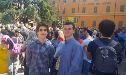 Gli studenti del Viaggio della Memoria alla cerimonia del 25 aprile a Reggio Emilia